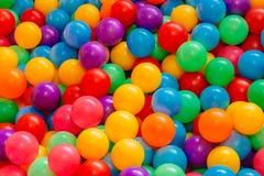 Brinquedos coloridos do campo de jogos das bolas foto de stock royalty free