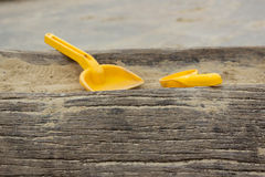 brinquedos da areia no campo de jogos fotografia de stock