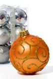 Brinquedos da esfera do Natal isolados no fundo branco Fotos de Stock
