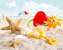 Brinquedos da praia das crianças na praia Imagem de Stock Royalty Free