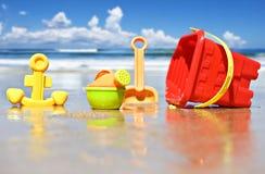 Brinquedos da praia das crianças na praia Fotografia de Stock