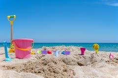 Brinquedos da praia do coronel fotos de stock royalty free