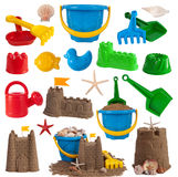 Brinquedos da praia e castelos da areia Fotos de Stock Royalty Free
