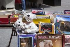 Brinquedos de borracha velhos na feira da ladra em Zagreb, Croácia Fotografia de Stock Royalty Free