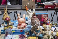 Brinquedos de borracha velhos na feira da ladra em Zagreb, Croácia Foto de Stock