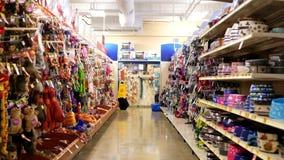 Brinquedos do animal de estimação e corredor diário das necessidades filme