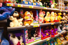 Brinquedos do bebê no supermercado Fotografia de Stock