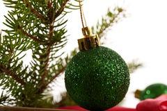 Brinquedos do Natal do fundo de ano novo e árvore de Natal Imagem de Stock Royalty Free