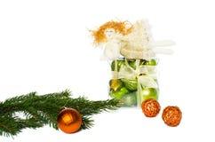 Brinquedos do Natal e de árvore do Natal ramo Foto de Stock