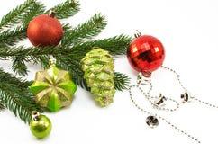 Brinquedos do Natal e de árvore do Natal ramo Fotos de Stock