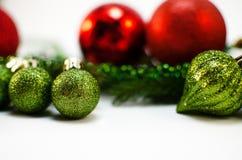 Brinquedos do Natal e de árvore do Natal ramo Fotos de Stock Royalty Free