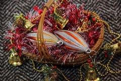 Brinquedos do Natal na cesta Fotografia de Stock Royalty Free