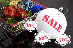 Brinquedos do Natal na cesta do alimento Imagens de Stock