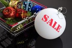 Brinquedos do Natal na cesta do alimento Imagem de Stock Royalty Free