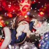 Brinquedos do Natal no fundo de madeira fotografia de stock royalty free