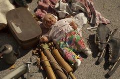 Brinquedos do vintage em uma feira da ladra foto de stock royalty free