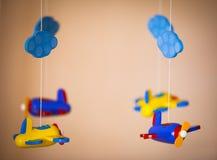 Brinquedos dos aviões feitos da madeira imagem de stock royalty free