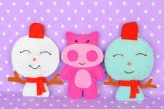 Brinquedos feitos a mão do Natal de feltro Ofício feito a mão das crianças fotos de stock