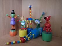 Brinquedos moventes coloridos de madeira foto de stock royalty free