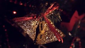 Brinquedos na árvore de Natal Fim acima vídeos de arquivo