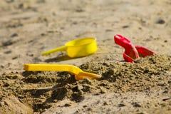 Brinquedos na caixa de areia Fotografia de Stock Royalty Free