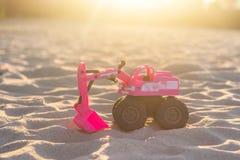 Brinquedos no campo de jogos da areia Fotos de Stock