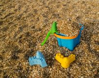 Brinquedos plásticos da praia imagens de stock royalty free