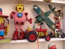 Brinquedos retros da lata do vintage Fotografia de Stock
