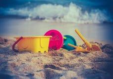 Brinquedos retros da praia das crianças Foto de Stock