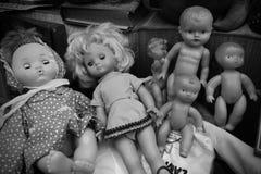 Brinquedos velhos da criança da boneca fotografia de stock royalty free