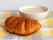 Brioche και σόγιας γάλα Στοκ Φωτογραφία