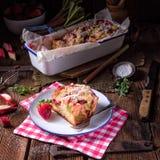 Brioches de fraise de rhubarbe photos libres de droits