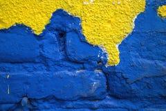 Brique bleue avec la façade jaune Photos stock