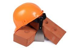 Brique de bâtiment avec un casque Image libre de droits