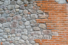 Brique et pierres oranges dans le mur Image stock