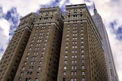 Brique Herald Towers de Brown et Empire State Building à New York photographie stock
