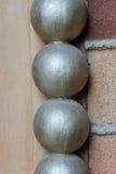 Brique patern avec des boules de metall de verticall Images libres de droits