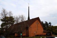 Brique rouge Christian Church Against Cloudy Sky Photos libres de droits