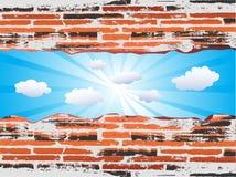 Brique rouge grunge avec le ciel bleu Photos stock