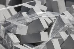 Briques blanches sur le chantier de construction comme matériau de construction image libre de droits