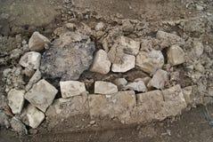 Briques cassées dans la pile image stock