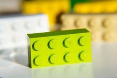 Briques colorées de Lego par Lego Group d'isolement sur le fond blanc Photos libres de droits