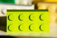 Briques colorées de Lego par Lego Group d'isolement sur le fond blanc Photos stock