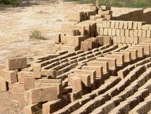Briques d'Adobe - matériaux de construction soutenables 1 photographie stock libre de droits