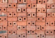 Briques d'argile rouge pour la construction Photographie stock libre de droits