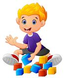 Briques de jeu de petit garçon Photo stock