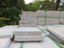 Briques de marbre, matériaux de construction, empilés ensemble images stock