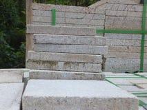 Briques de marbre, matériaux de construction, empilés ensemble photos stock