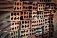 Briques empilées chez Contruction Photo libre de droits