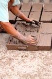 Briques fabriquées à la main d'argile images libres de droits